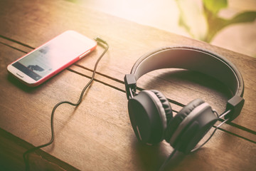Resultado de imagen de headphones background