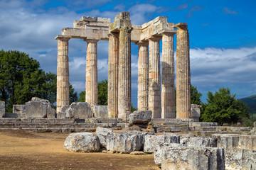 Zeus Tempel von Nemea. In den Weinbergen von Nemea,  Griechenland, Peloponnes16131.jpg