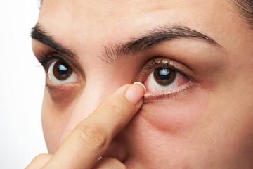 woman show her eye