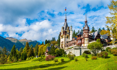 Peles castle Sinaia in autumn season, Transylvania, Romania protected by Unesco World Heritage Site Fototapete