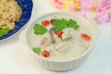 トムカーガイ/鶏肉のココナッツスープ