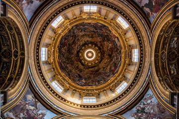 L'église Sainte-Agnès-en-Agone sur la place Navone à Rome