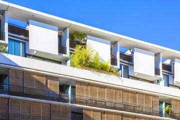 Immeuble moderne d'habitation en ville