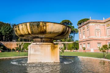 La fontaine du Jardin carré du Musée du Vatican à Rome