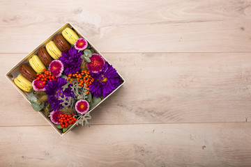 Box with flowers and macaroon cookies