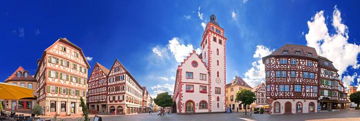 Marktplatz und Altes Rathaus von Mosbach am Neckar im Odenwald