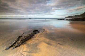Marea baja en la Playa de Otur, en Asturias, España.