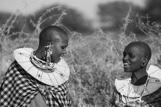 Femmes Masaï riant, Tanzanie