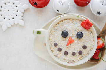 Snowman porridge oatmeal breakfast , Fun Christmas food art for kids