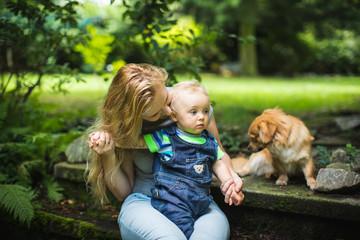 Mama redet dem Baby gut zu