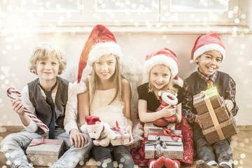 Weihnachen Kinder mit Geschenken