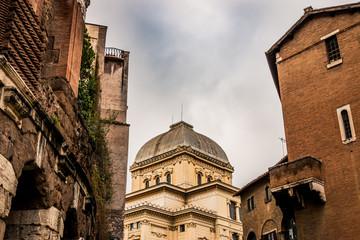 La Grande Synagogue de Rome et le Théâtre de Marcellus à Rome