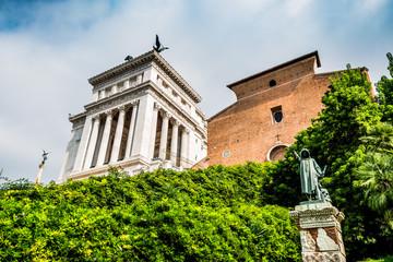 Le Monument à Victor-Emmanuel 2 et la Basilique Sainte-Marie-d'Aracoeli à Rome