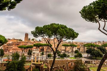 Vu sur la Rome Antique, les marchés de Trajan et le Forum de César