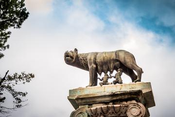 Statue de la louve et de Romulus et Rémus près de Capitole de Rome