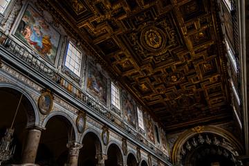 Intérieur de la Basilique Sainte-Marie-d'Aracoeli à Rome