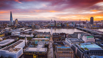 Spoed Fotobehang Bruin London, England - Panoramic skyline view of South London with beautiful colorful sky