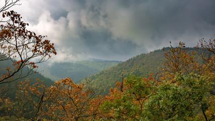 Herbst über dem Ilsetal im Harz