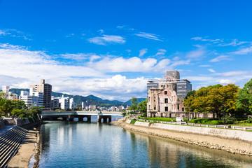 広島 原爆ドームと元安川