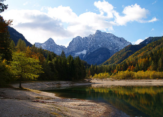 Wall Mural - Jasna Lake near Kranjska Gora in Slovenia, looking resplendent in autumn colours.