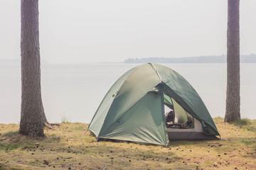 Spoed Foto op Canvas Kamperen tent on the lake, campaign
