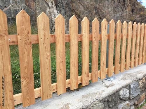 Staccionata in legno falegname falegnameria assi di legno - Staccionata giardino ...