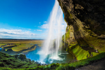 アイスランドの裏見の滝「セラリャントスフォス」
