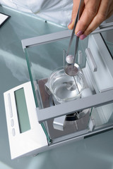 Analysis of a Pearl / White pearl is weighed using a hydrostatic balance.