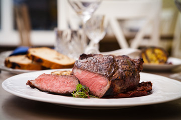 Entrecote with grilled garlic