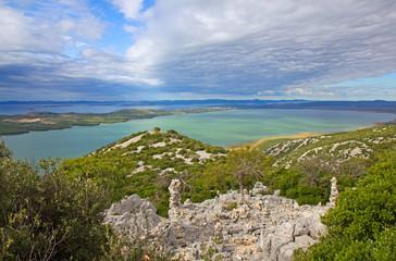 Ausblick über den Vransko See und kroatischen Inseln