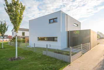 Modernes Cubus-Einfamilienhaus im Grünen