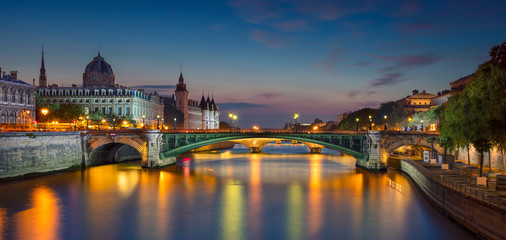 Paris Panorama. Panoramic image of Paris riverside during twilight blue hour. Fototapete