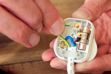 Rewiring a UK 13 amp domestic electric plug