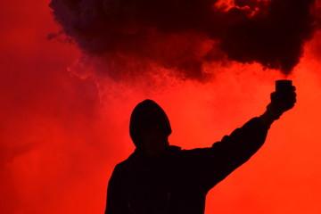 Manifestación y bote de humo