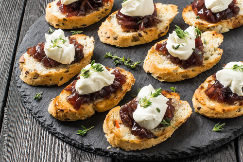 """Canape with onion jam, cream cheese and thyme"""" Stockfotos und ..."""