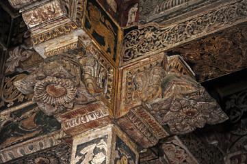 Giebel im Innneren des Tempel Sri Dalada Maligawa (Zahntempel) in Kandy - Sri Lanka