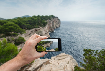 Taking travel photo with smart phone