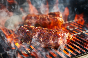 Photo sur Aluminium Grill, Barbecue bbq pork ribs cooking on flaming grill
