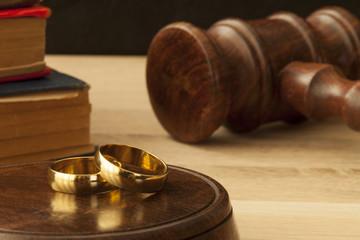 boşanma davası alyans ve hakim tokmağı
