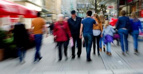 Shopping in einer Stadt mit zoomeffekt