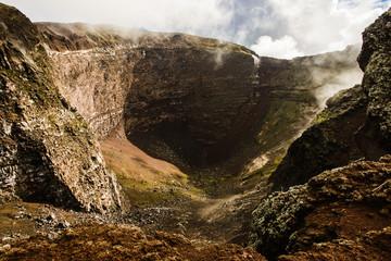 Crater of dormant Vesuvius volcano, Naples, Italy Fototapete