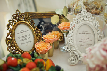 The luxury frame stands on the banquet table
