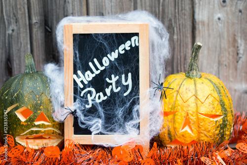 dekoration f r die halloween party mit gruseligen k rbissen spinne tafel mit text makro. Black Bedroom Furniture Sets. Home Design Ideas