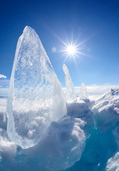 Photo sur Toile Pôle Ice floe and sun on winter Baikal lake