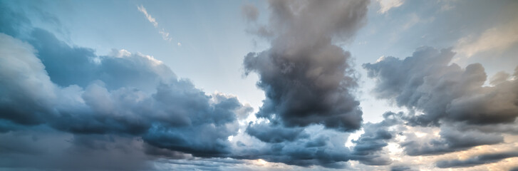 Fotobehang - dramatic sky at dusk