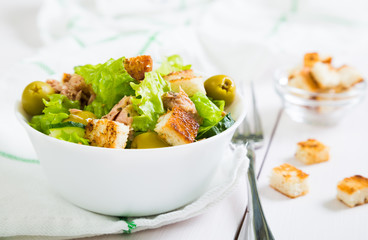 Fresh tuna salad with olives and croutons
