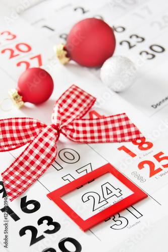 weihnachten heiliger abend kalender fotos de archivo. Black Bedroom Furniture Sets. Home Design Ideas