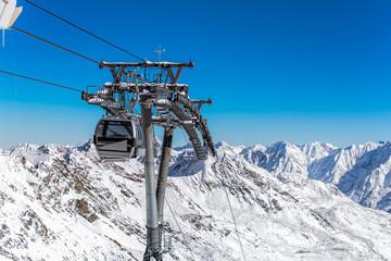 Alpenpanorama und Gondelbahn im Skigebiet Soelden, Oetztaler Alpen Tirol