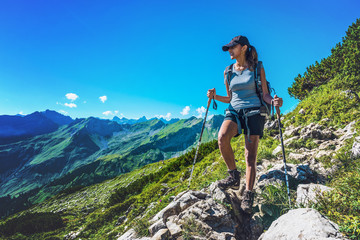Fotomurales - Fit healthy young woman trekking in the Alps