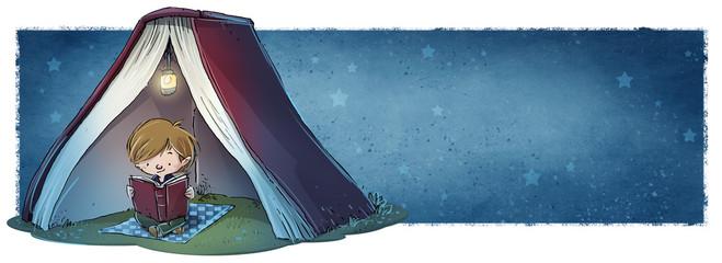niño leyendo un libro de noche